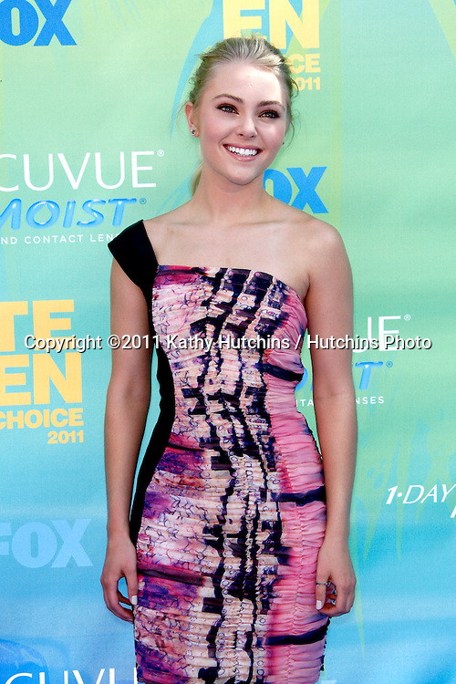 LOS ANGELES - AUG 7:  AnnaSophia Robb arriving at the 2011 Teen Choice Awards at Gibson Amphitheatre on August 7, 2011 in Los Angeles, CA