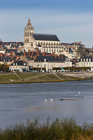 Europe/France/Centre/41/Loir-et-Cher/Sologne/Blois:  La ville, la cathédrale Saint-Louis et la  Vallée de la Loire classée patrimoine mondial de l'UNESCO //  Europe/France/Centre/41/Loir-et-Cher/Sologne/Blois: Loire Valley listed as World Heritage by UNESCO, Blois, Jacques Gabriel bridge on the Loire River and the Saint Louis cathedral