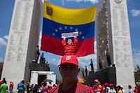 CARACAS - VENEZUELA 08-03-2013, Un hombre viste una gorra con la imágen de Hugo Chávez durante el fineral de estado de Chávez en Caracas. El lider y  presidente de Venezuela, Hugo Chávez Frías, falleció el pasado martes 5 de marzo de 2013 a causa de un cancer a la edad de 58 años./ A man wears a cap with the Hugo Chavez image during the state funeral of Chavez in Caracas. The leader and president of Venezuela, Hugo Chavez Frias who died by cancer the past March 5th of 2013 at the age of 58. Photo: VizzorImage / CONT