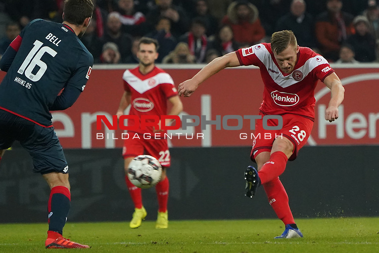 30.11.2018, Merkur Spielarena, Duesseldorf , GER, 1. FBL,  Fortuna Duesseldorf vs. 1.FSV Mainz 05,<br />  <br /> DFL regulations prohibit any use of photographs as image sequences and/or quasi-video<br /> <br /> im Bild / picture shows: <br /> torchance fuer Rouven Hennings (Fortuna Duesseldorf #28),   <br /> Foto © nordphoto / Meuter
