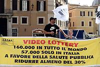 Roma, 8 Settembre 2017<br /> L'associazione AGCAI, associazione gestori e costruttori apparecchi da intrattenimento , protesta davanti il Parlamento contro l'apertura di 5000 nuove sale scommesse dove saranno collocate le Vlt ( Video Lottery)