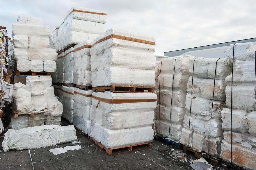 Nederland, Urk, 25 nov 2013<br /> Recyclingbedrijf de Vries, gespecialiseerd in tempex recycling.<br /> Blokken samengeperst tempex of piepschuim liggen klaar om te worden verkocht aan tempexfabrikant.<br /> <br /> Foto: Michiel Wijnbergh