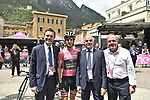 Race leader Maglia Rosa Simon Yates (GBR) Mitchelton-Scott with UCI President David Lappartient, Italian Cycling Federation President Renato Di Roccoand and Race Director Mauro Vegni at sign on before the start of Stage 17 of the 2018 Giro d'Italia, The Franciacorta Stage running 155km from Riva del Garda to Iseo, Italy. 23rd May 2018.<br /> Picture: LaPresse/Fabio Ferrari | Cyclefile<br /> <br /> <br /> All photos usage must carry mandatory copyright credit (&copy; Cyclefile | LaPresse/Fabio Ferrari)
