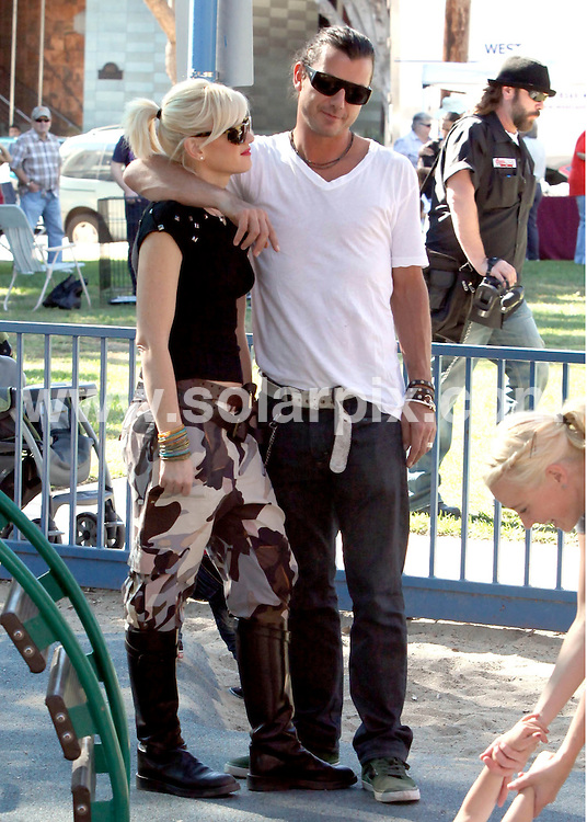 **ALL ROUND EXCLUSIVE PICTURES FROM SOLARPIX.COM**                                             **SYNDICATION RIGHTS FOR UK AND SPAIN ONLY**                                                                                  Caption: Gwen Staefani and Gavin Rossdale take their adorable boys Kingston and Zuma to the park, CA, USA, 14 November 2010                                                                              This pic:  Gwen Staefani and Gavin Rossdale                                                                                            JOB REF: 12476        STL       DATE: 14_11_2010                                                           **MUST CREDIT SOLARPIX.COM OR DOUBLE FEE WILL BE CHARGED**                                                                      **MUST AGREE FEE BEFORE ONLINE USAGE**                               **CALL US ON: +34 952 811 768 or LOW RATE FROM UK 0844 617 7637**