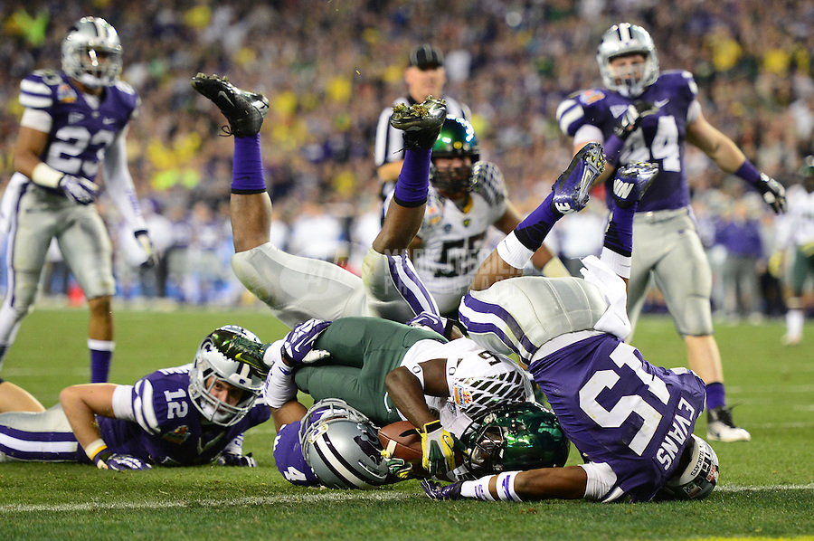 Jan. 3, 2013; Glendale, AZ, USA: Oregon Ducks running back De'Anthony Thomas (6) rushes for a touchdown in the first quarter against the Kansas State Wildcats during the 2013 Fiesta Bowl at University of Phoenix Stadium. Mandatory Credit: Mark J. Rebilas-