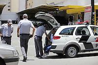 SAO PAULO, SP, 12 DE JANEIRO DE 2012 - CRACOLANDIA -  Trio é preso por trafico de drogas na região da carcolandia pela Policia Militar e encaminhado ao 3 DP, nesta tarde de quinta-feira (12). Foto Ricardo Lou - News Free