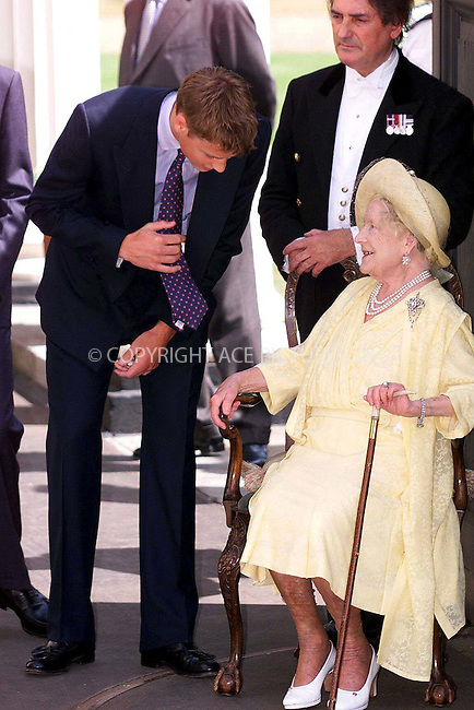 *** USA SYNDICATION RIGHTS ONLY ***..    ..QUEEN MOTHER CELEBRATES HER 99TH BIRTHDAY WITH PRINCE WILLIAM AT CLARENCE HOUSE, LONDON. 8/4/1999.  REF: PPGR2087. Please byline: NY Photo Press.   ..*PAY-PER-USE*      ....NY Photo Press:  ..phone (646) 267-6913;   ..e-mail: info@nyphotopress.com