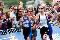 15 AUG 2009 - LONDON, GBR - Helen Jenkins and Jodie Stimpson lead Nicola Spirig and Lisa Norden during the run at the ITU World Championship Series Womens Triathlon (PHOTO (C) NIGEL FARROW)