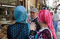 Europe/Turquie/Istanbul :Femmes au Bazar aux épices -