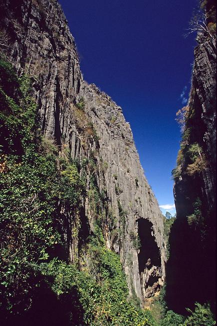 Parc national de l'Ankarana, massif de 'Tsingy'. *** Tsingy massif in the Ankarana national park.