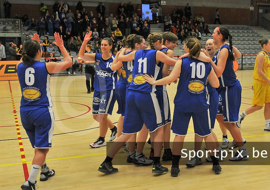 Beker Van Vlaanderen Seniores Dames ; Crack Blue Cats Ieper B - Basket Lummen A : Ieper wint de Beker van Vlaanderen en viert dit op gepaste wijze.foto VDB  / Bart Vandenbroucke