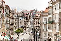 PORTO-PORTUGAL, 25.08.2012 - Rua 31 de Janeiro, na cidade do Porto. Seu nome faz referência ao primeiro movimento revolucionário, ocorrido em 1891, que teve como objetivo a implantação do regime republicano no país. (Bete Marques/Brazil Photo Press)