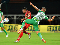 MEDELLÍN - COLOMBIA, 01-08-2018: Juan Pablo Ramírez (Der.) jugador de Atlético Nacional disputa el balón con Exequiel Benavídez (Izq.), jugador de Patriotas Boyacá, durante partido de la fecha 3 entre Atlético Nacional y Patriotas Boyacá, por la Liga Águila II 2018, jugado en el estadio Atanasio Girardot de la ciudad de Medellín. / Juan Pablo Ramirez (R) player of Atletico Nacional vies for the ball with Exequiel Benavidez (L), player of Patriotas Boyaca, during a match of the 3rd date between Atletico Nacional and Patriotas Boyaca for the Aguila League II 2018, played at Atanasio Girardot stadium in Medellin city. Photo: VizzorImage / León Monsalve / Cont.