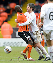 :: DUNDEE UTD'S MORGARO GOMIS AND MOTHERWELL'S KEITH LASLEY GET CLOSE AND PERSONAL ::