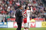 Nederland, Amsterdam, 25 maart 2012.Eredivisie.Seizoen 2011-2012.Ajax-PSV 2-0.Ismail Aissati van Ajax en Frank de Boer in overleg