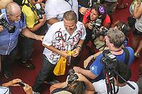 RECIFE, PE, 01.03.2014 - CARNAVAL / RECIFE / GALO DA MADRUGADA - <br /> O governador de Pernambuco, Eduardo Campos (PSB), durante café da manhã e concentração do Galo da Madrugada, maior bloco de carnaval do mundo, no centro de Recife, na manhã deste sábado (01). (Foto: William Volcov / Brazil Photo Press).