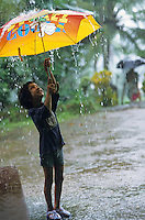 "S?dasien Asien Indien IND Karnataka, Kinder spielen mit Regenschirm im Monsun Regen - Wasser xagndaz | .South Asia India Karnataka - children with umbrella play in Monsoon rain .| [ copyright (c) Joerg Boethling / agenda , Veroeffentlichung nur gegen Honorar und Belegexemplar an / publication only with royalties and copy to:  agenda PG   Rothestr. 66   Germany D-22765 Hamburg   ph. ++49 40 391 907 14   e-mail: boethling@agenda-fototext.de   www.agenda-fototext.de   Bank: Hamburger Sparkasse  BLZ 200 505 50  Kto. 1281 120 178   IBAN: DE96 2005 0550 1281 1201 78   BIC: ""HASPDEHH"" ,  WEITERE MOTIVE ZU DIESEM THEMA SIND VORHANDEN!! MORE PICTURES ON THIS SUBJECT AVAILABLE!! INDIA PHOTO ARCHIVE: http://www.visualindia.net ] [#0,26,121#]"