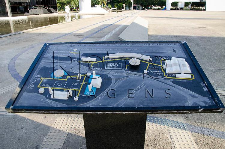 Mapa tátil do Memorial da América Latina, São Paulo - SP, 04/2014.