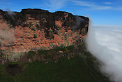 Viagem ao Monte Roraima e &aacute;reas de fronteira Brasil e Venezuela e Guiana, visita a Pacaraima , Santa Helena e marcos regulat&oacute;rios acompanhando a expedi&ccedil;&atilde;o da I Comiss&atilde;o Brasileira Demarcadora de Limites - PCDL.<br /> Brasil, Venezuela e Guiana.<br /> &copy;Paulo Santos<br /> 26 a 29 / 11 / 2016