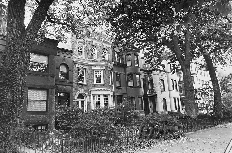 1000 Block of Massachusetts Avenue North East in Real Estate Guide, in October 1992. (Photo by Maureen Keating/CQ Roll Call via Getty Images)