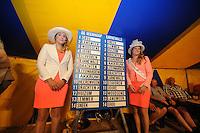 ZEILEN: GROU: Tent Halbertsmaplein, 18-07-2014, Opening SKS skûtsjesilen met loting voor wedstrijden De Veenhoop en Earnewâld, uitslag startvolgorde, ©foto Martin de Jong