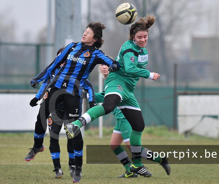 Club Brugge Dames - OHL Oud Heverlee Leuven : duel tussen Ingrid De Rycke (links) en Anneleen Segers.foto DAVID CATRY / Vrouwenteam.be