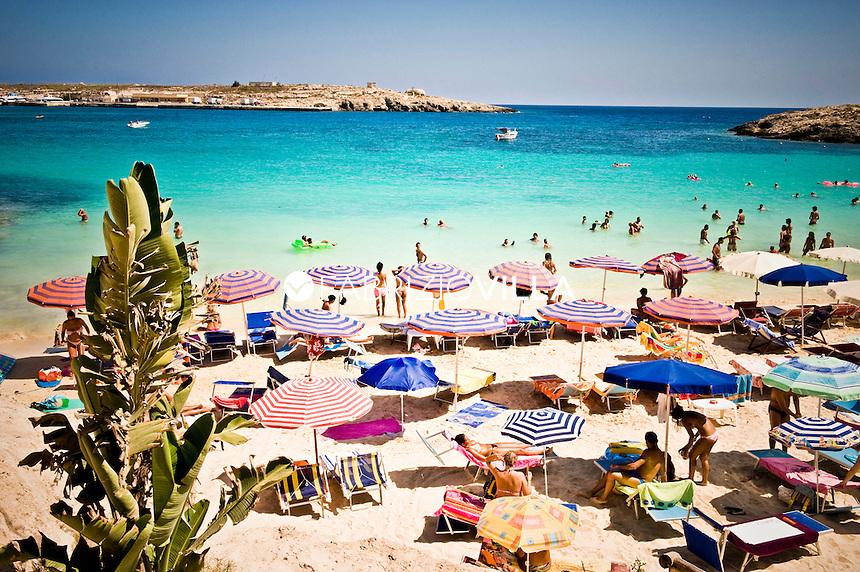 .    Lampedusa, baia turchese.                           .