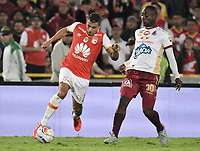 BOGOTÁ - COLOMBIA, 09-12-2017: Juan Daniel Roa (Izq.) jugador de Santa Fe disputa el balón con Avimeled Rivas (Der.) jugador del Tolima durante el encuentro entre Independiente Santa Fe y Deportes Tolima por la semifinal vuelta de la Liga Aguila II 2017 jugado en el estadio Nemesio Camacho El Campin de la ciudad de Bogotá. / Juan Daniel Roa (L) player of Santa Fe struggles for the ball with Avimeled Rivas (R) player of Tolima during match between Independiente Santa Fe and Deportes Tolima for the second leg semifinal of the Aguila League II 2017 played at the Nemesio Camacho El Campin Stadium in Bogota city. Photo: VizzorImage/ Gabriel Aponte / Staff