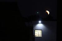 CAMPINAS, SP 16.07.2019 - ECLIPSE - O eclipse lunar parcial, que acontece nesta terça-feira (16), poderá ser visto nas cidades da região de Campinas (SP). Todos os locais com visão limpa para o leste, onde o Sol nasce, terão vista para o fenômeno que atinge seu ápice às 18h30 (de Brasília). (Foto: Denny Cesare/Código19)