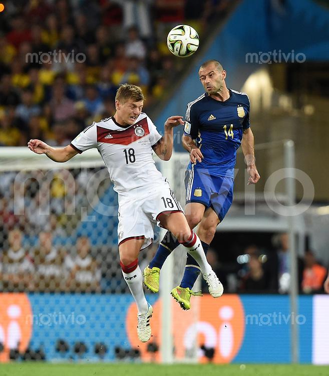 FUSSBALL WM 2014                FINALE Deutschland - Argentinien     13.07.2014 Toni Kroos (li, Deutschland) gegen Javier Mascherano (re, Argentinien)