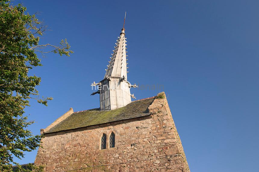 France, Côtes-d'Armor (22), Plougrescant, chapelle de Saint-Gonéry avec son clocher penché // France, Cotes-d'Armor, Plougrescant, chapel of Saint-Gonery Withits tilted bell tower