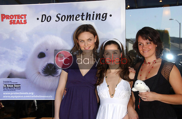 Emily Deschanel with Gina Phillips and Darcy Halsey<br />