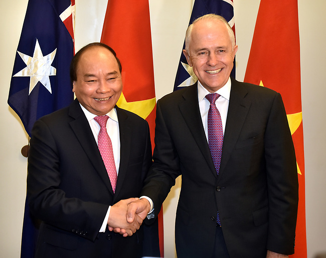Prime Minister of the Socialist Republic of Vietnam Nguyen Xuan Phuc (L) shakes hands with Australian Prime Minister Malcolm Turnbull (R) at Parliament House, Canberra, Thursday, March 15, 2018. Mr Nguyen Xuan Phuc is on a four-day official visit to Australia. AFP PHOTO/ MARK GRAHAM