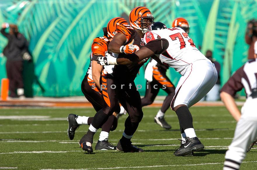 JOHN THORNTON, of the Cincinnati Bengals in action against the Atlanta Falcons on October 29, 2006 in Cincinnati, OH...Falcons win 29-27..Chris Bernacchi/ SportPics