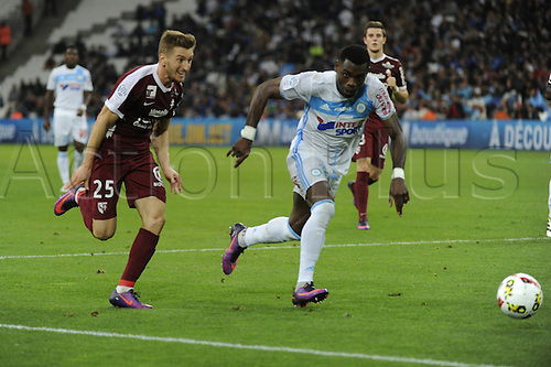 16.10.2016. Marseille, France. French league 1 football. Olympique Marseille versus Metz.  Balliau (Metz) and Bedimo (OM) break along the wing