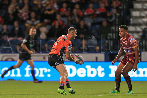 1st September 2017, John Smiths Stadium, Huddersfield, England; Betfred Super League, Super 8s; Huddersfield Giants versus Castleford Tigers; Zak Hardaker of Castleford Tigers passes the ball