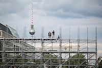 Vorbereitungen für US-Präsident Barack Obama Besuch am Samstag (15.06.13) vor dem Brandenburger Tor in Berlin. Foto: Maja Hitij/CommonLens