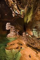 Europe/France/Midi-Pyrénées/46/Lot/Padirac: Gouffre de Padirac- Concrétions et gours sur la rivière souterraine