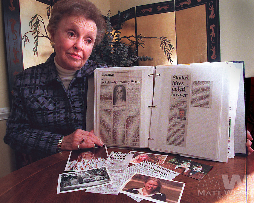 Dorthy Moxley holds a scrapbook on the developments of her daughter's murder investigation while at her home in Chatham, NJ.   10/22/98 Staff Photo by Matt West