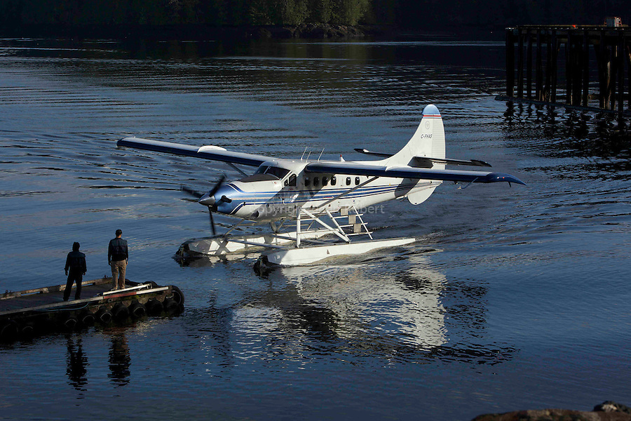 Vol en hydravion entre Prince Ruppert et Port Hartley en suivant le Passage Interieur.Seaplanes are the only way to go to remote First nation communities like Port Hartley or Klemtu.