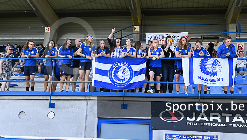 20190422 - Denderleeuw , BELGIUM : AA Gent fans and supporters  pictured during the Under 16 final of Belgian cup 2019 , a soccer women game between AA Gent Ladies B and The Yellow Flames 1.0  , in the  Van Roystadion in Denderleeuw , Monday 22 th April 2019 . PHOTO SPORTPIX.BE | DAVID CATRY