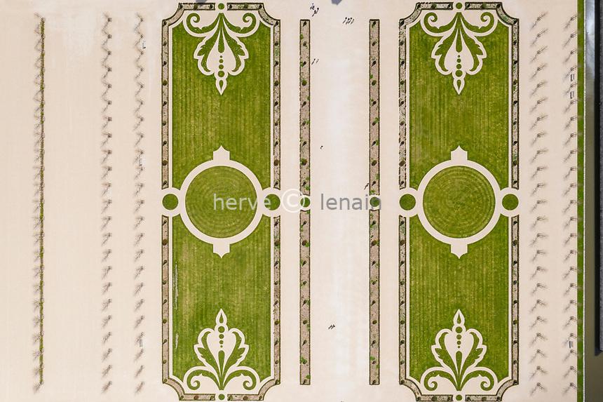 France, Loire-et-Cher (41), Chambord, château de Chambord, les jardins à la française (vue aérienne)