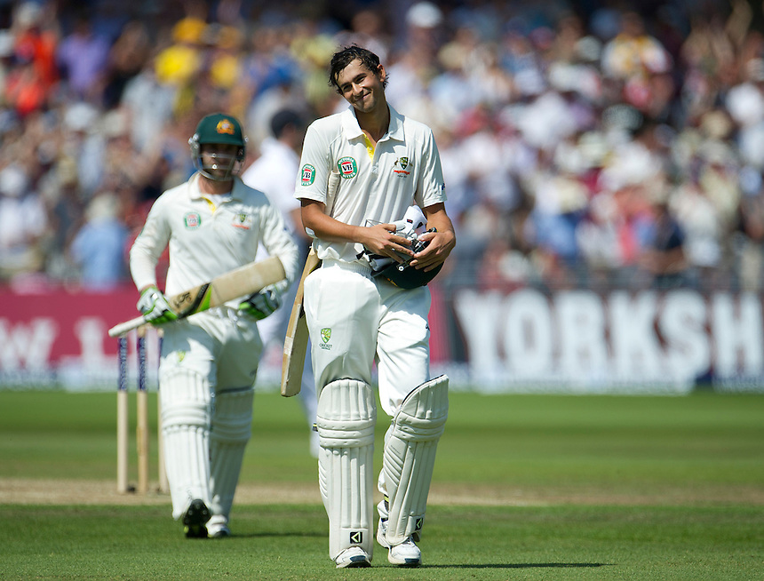 Australia's Ashton Agar acknowledges the applause as he leaves the pitch after scoring 98 before being caught out on his test debut as a number 11, a world test record - AC Agar c Swann b Broad 98<br /> <br />  (Photo by Stephen White/CameraSport) <br /> <br /> International Cricket - First Investec Ashes Test Match - England v Australia - Day 2 - Thursday 11th July 2013 - Trent Bridge - Nottingham<br /> <br /> &copy; CameraSport - 43 Linden Ave. Countesthorpe. Leicester. England. LE8 5PG - Tel: +44 (0) 116 277 4147 - admin@camerasport.com - www.camerasport.com