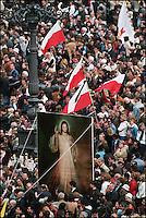 In piazza San Pietro per i funerali di papa Giovanni Paolo II. San Pietro square during pope Giovanni Paolo II  funeral..