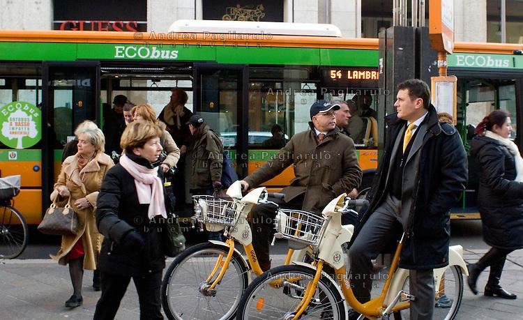 Italia, Milano, 2008..Servizio di bike sharing..Italy, Milan, 2008..Bike sharing service..© Andrea Pagliarulo