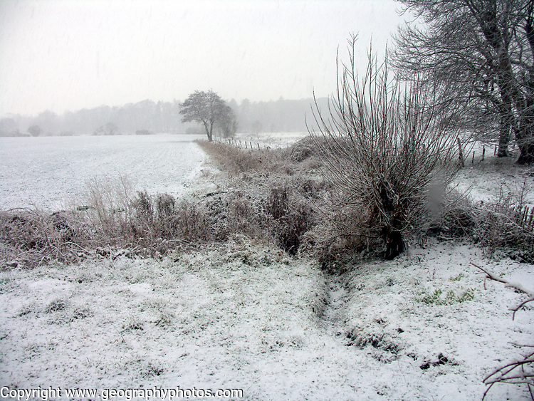 A1FNEC Snow countryside Suffolk