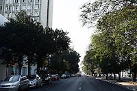 """ATENCAO EDITOR: FOTO EMBARGADA PARA VEICULOS INTERNACIONAIS - SAO PAULO, SP, 17 DE SETEMBRO 2012 - TRANSITO PAULISTA - SEMANA MUNDIAL DO DIA SEM CARRO - Segundo dia da Campanha """"De carona para um amigo e use a faixa reversível"""" - devido a interdicao do viaduto Orlando Murgel transito livre sentido centro-bairro entre Av Rudge e Ponte da Casa Verde, zona norte da capital, nessa terca - 18  - FOTO LOLA OLIVEIRA - BRAZIL PHOTO PRESS"""
