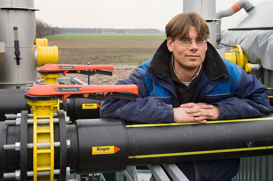 Nederland, Tweede Exloermond, 22 febr 2007.biovergistingsinstallatie voor opwekken bio-stroom, bio-electriciteit. Groene stroom, groene electriciteit, electriciteitsopwekking, duurzame energie, duurzaam. .In deze installatie gaat gehakselde mais met een klein deel mest. Met het gas wat vrijkomt wordt een turbine aangedreven die stroom produceert.. ..Foto: (c) Michiel Wijnbergh