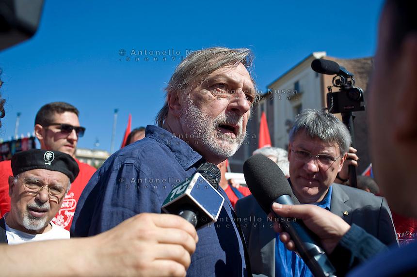 Roma, 18 Maggio 2013. Gino Strada alla manifestazione nazionale della Fiom.Italian sergeon and founder of Italian NGO, Emergency,