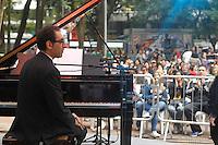 SAO PAULO, SP 18 DE MAIO 2013 - VIRADA CULTURAL 2013 - A Virada  Cultural acontece nos dias 18 e 19 de maio em toda a cidade de São Paulo. O músico portugues Mario Moita, se apresentou na tarde de hoje, 19,  no Palco do Piano na Praça, localizado na Praça Dom José Gaspar, Centro FOTO: PAULO FISCHER/BRAZIL PHOTO PRESS